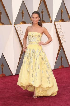 HOLLYWOOD, CA - FEBRUARY 28: Actress Alicia Vikander attends the 88th Annual Academy Awards at Hollywood & Highland Center on February 28, 2016 in Hollywood, California. (Photo by Todd Williamson/Getty Images)