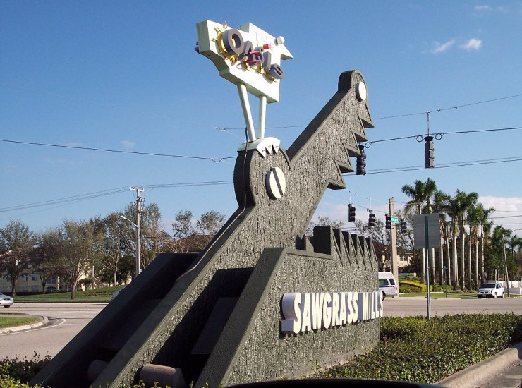 Like all popular tourist places, Davie, FL also has a lot of shopping and dining options