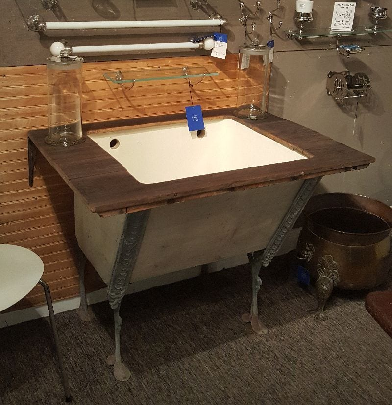 laundry sink with zinc supports