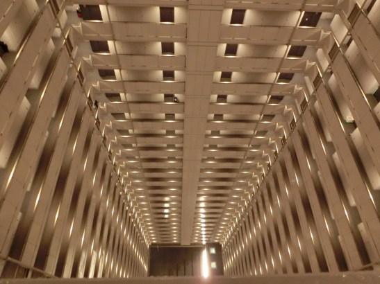 與華富邨相類似的天井結構
