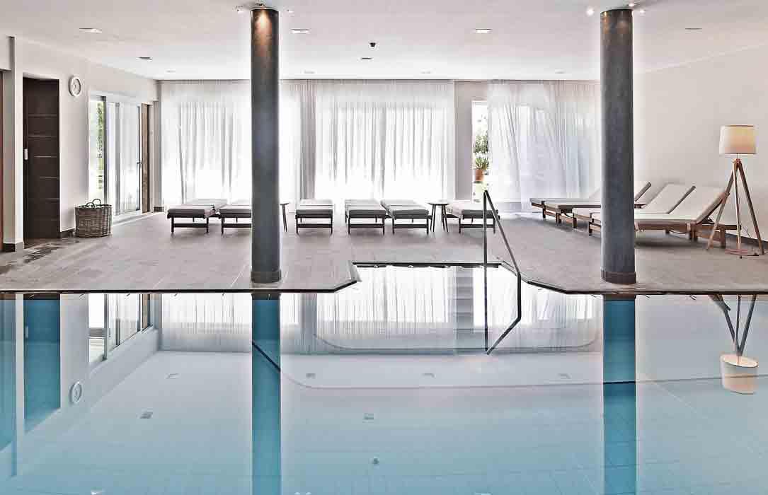 indoor-pool-hotel-schwarzschmied