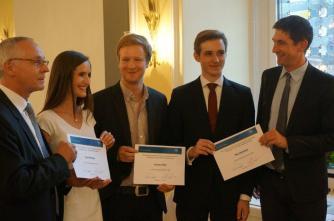 Die drei Preisträger 2014 mit Prof. Dr. med Thomas Mettang und Prof. Dr. med. Oliver Vonend