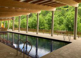 Instalación de nuestro panel sandwich de cubiertas en esta maravillosa piscina