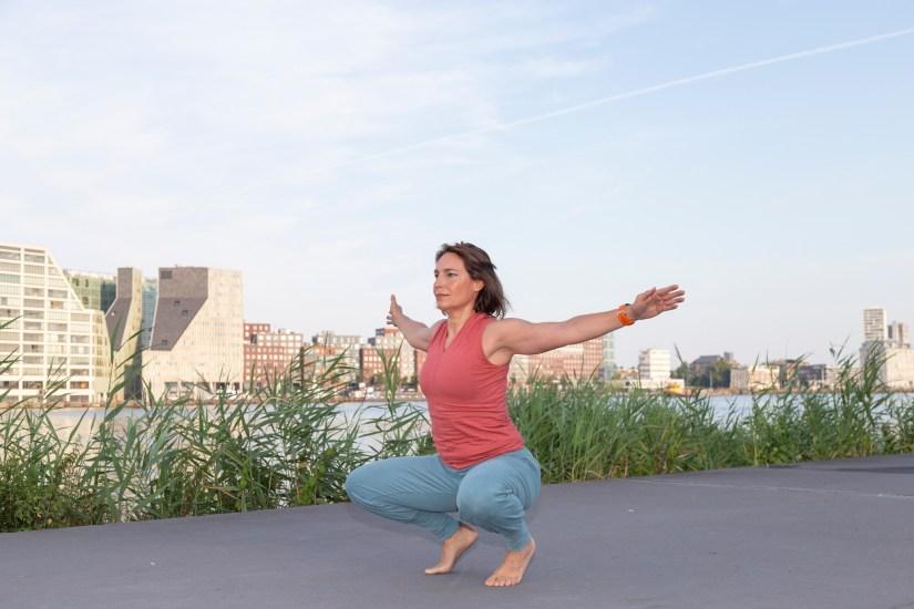 Squatten is een goede oefening om incontinentie tijdens het sporten tegen te gaan