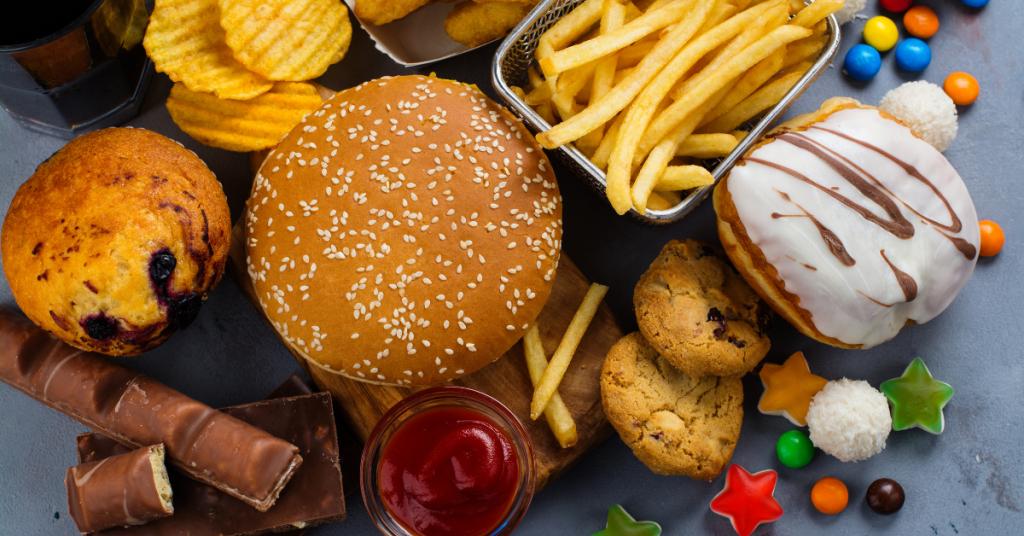Transvetten zijn bewezen niet goed voor onze gezondheid. Je vindt transvetten in dierlijke producten en fast food en industriële (zoete) snacks.