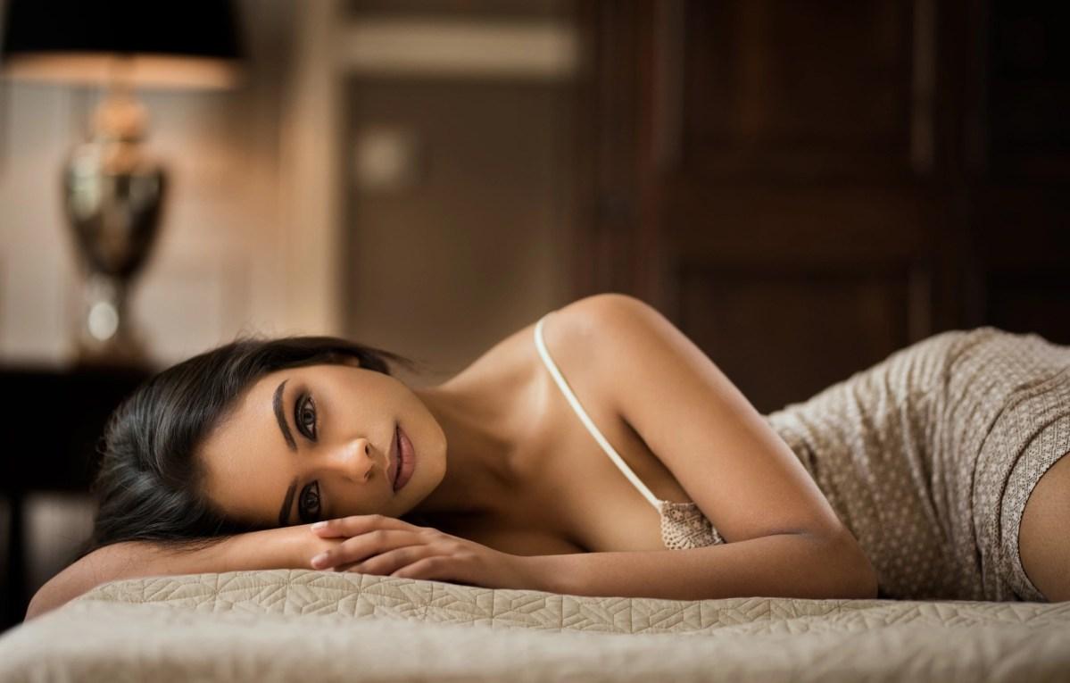 очень красивые девушки подмигивают в постели ждет, пока