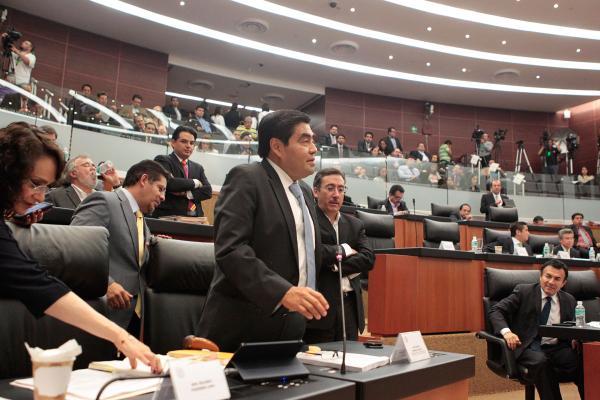 Barbosa pide investigar a Fausto Vallejo - Foto del Senado