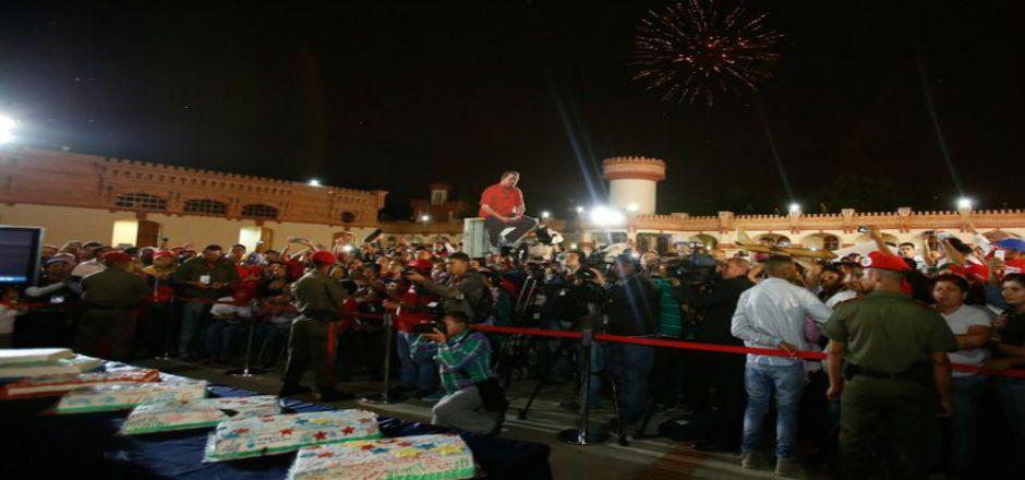 Venezolanos celebran cumpleaños 60 de Hugo Chávez - Foto de Prensa Miraflores