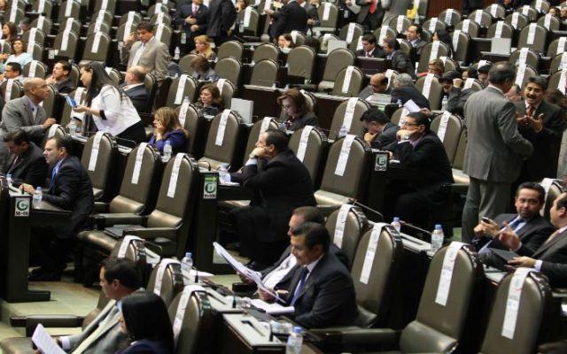 Vuelven al Senado leyes de CFE y Pemex - Foto de Proceso