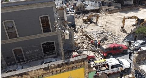 Rescatan a persona de edificio colapsado de Monterrey - Foto de Twitter