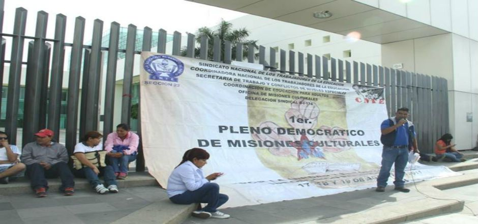 Por segundo día, protesta Sección 22 en congreso local - Foto de Quadratin