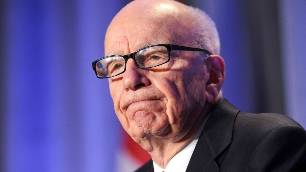 Time Warner rechaza oferta de Rupert Murdoch - OCT. 14, 2011 FILE PHOTO FILE - In this Oct. 14, 2011 file photo, News Corp. CEO Rupert Murdoch delivers a keynote address at the National Summit on Education Reform in San Francisco. News Corp. chairman Rupert Murdoch has been recorded calling wrongdoing by his British newspapers