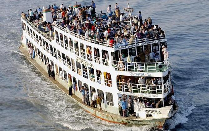 Deja hundimiento de ferry al menos 100 desaparecidos en Bangladesh - Internet