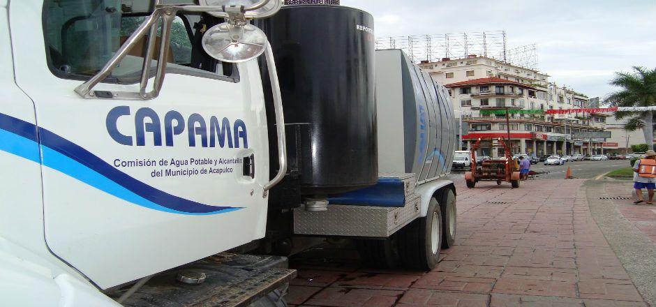 Se roban agua potable en la Costera Miguel Alemán - Foto de Capamaonline