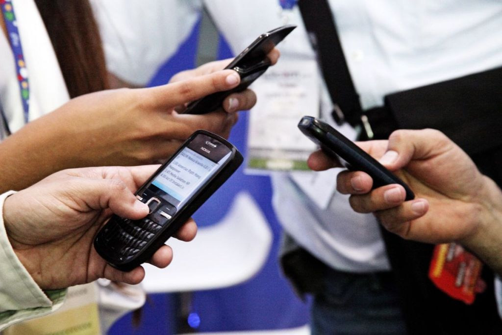 Hacienda rastreará a evasores por celular - Internet