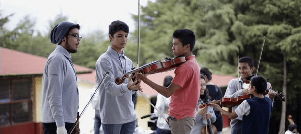 Conviven sinfónica infantil de México y orquesta de Nurío en Michoacán - Foto La Jornada