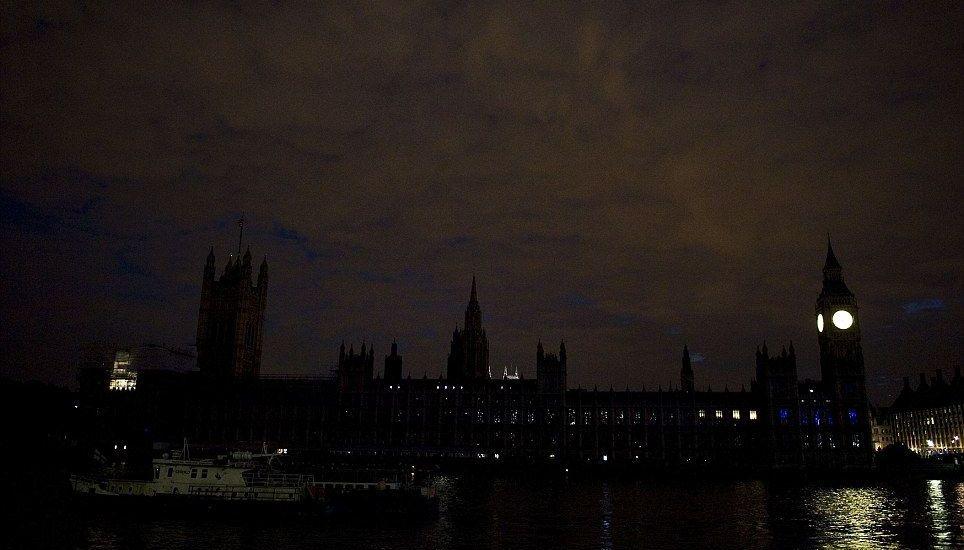 Celebra Gran Bretaña aniversario de Primera Guerra Mundial… a oscuras - Foto de Daily Mail