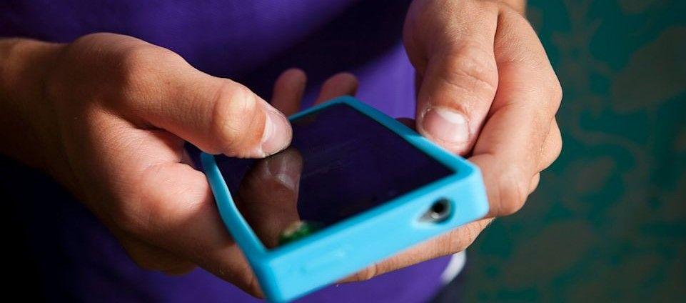 Lo encierran por enviar 21 mil mensajes de texto a exnovia - Foto de ABC News