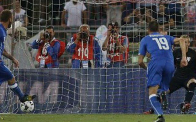Antonio Conte gana en su debut como entrenador de Italia - Foto de AP