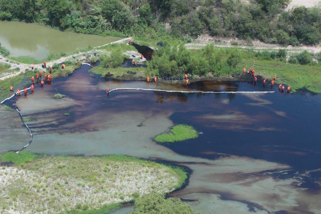 Retirada casi en su totalidad mancha de petróleo en río San Juan - Foto de telediario.mx