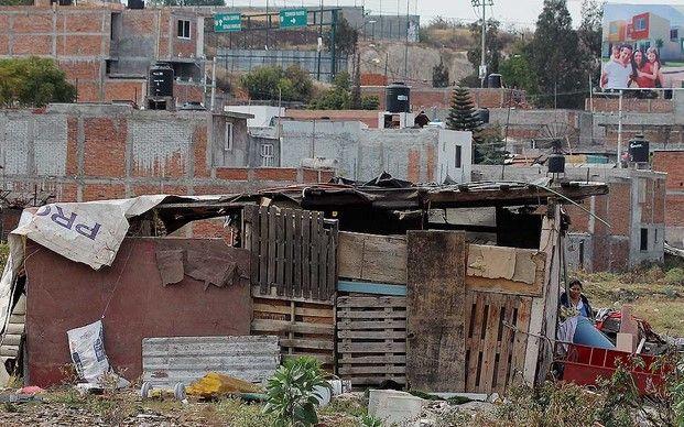 Mejorará Cemex imagen de zonas urbanas marginadas - Foto de La Jornada Michoacán