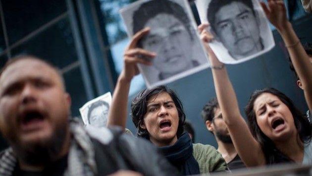Decenas de escuelas se van a paro por Ayotzinapa - Foto de @Revolucion3_0
