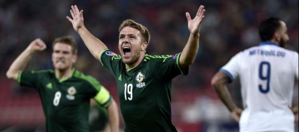 Irlanda del Norte derrota a Grecia - Foto de @BBCSport