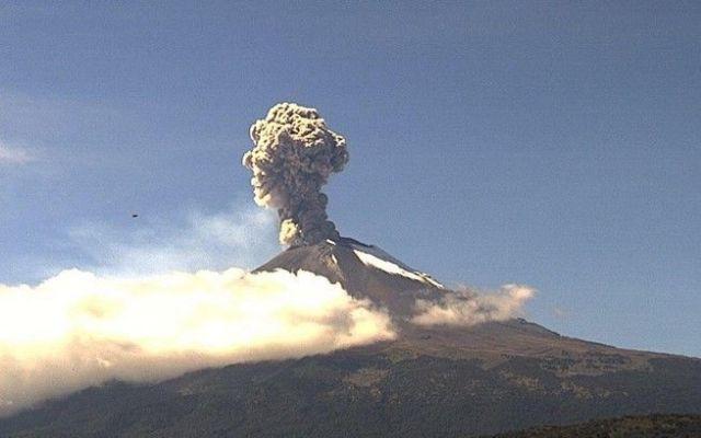 Genera Popocatépetl 51 exhalaciones - Foto de Webcams de México
