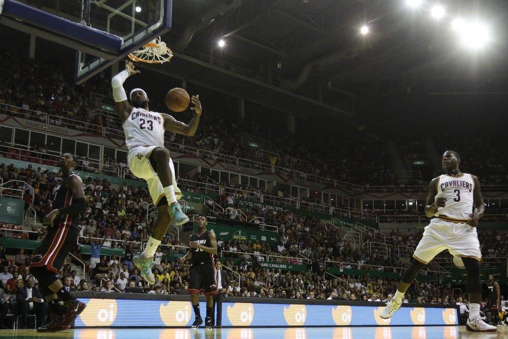 LeBron James gana a su antiguo equipo en Río de Janeiro