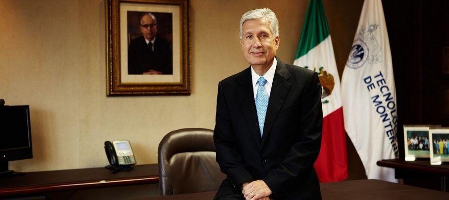 Rector del Tec retira apoyo a Plascencia - Foto de Jacobo Parra