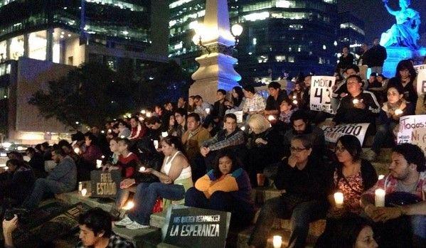 Convocan a concentración en El Ángel por Ayotzinapa - Foto de @factico_mx