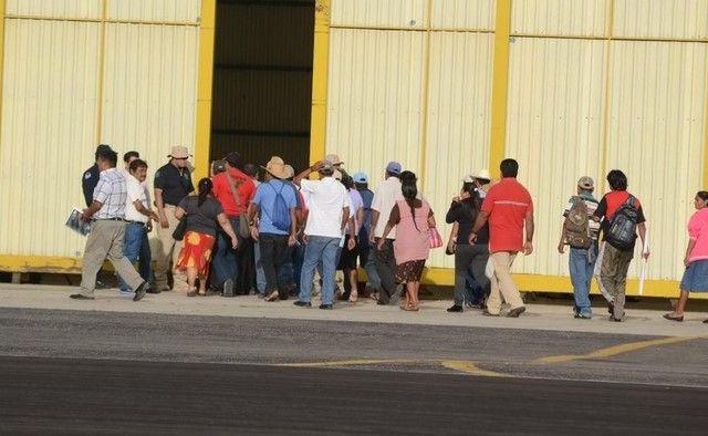 Termina reunión de padres de normalistas con Gobierno Federal - Foto de 24 Horas