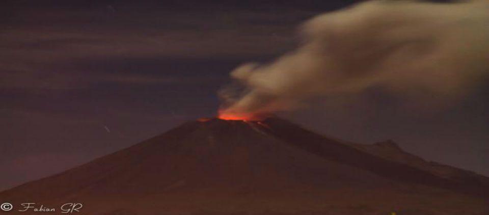 Popocatépetl continúa en fase eruptiva - Foto de @FabiancituGr