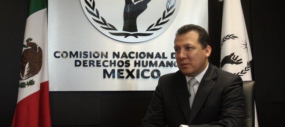 Senadores circulan predictamen de no reelección de Plascencia - Foto de Los Ángeles Press