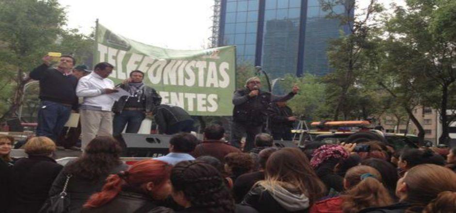 Sindicato de telefonistas se manifiesta en el Senado - Foto de Milenio