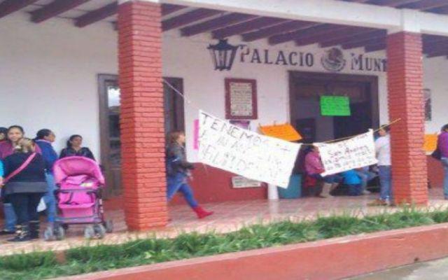Toman la alcaldía de Ziracuaretiro - Foto de Quadratín