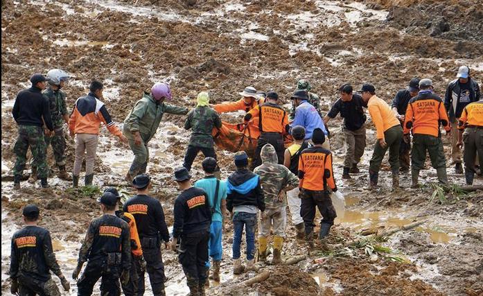 Deslave deja decenas de muertos en Indonesia - Foto de @EstrellaOnline