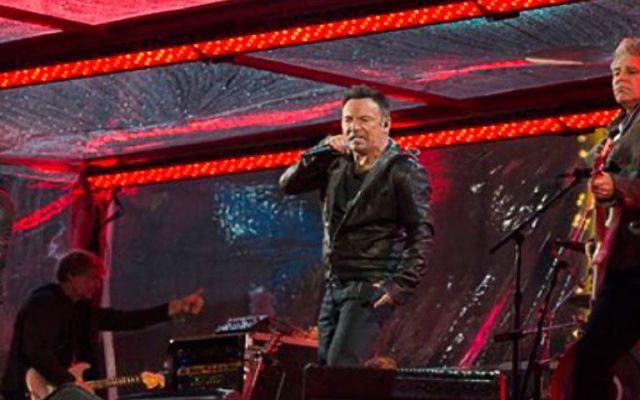 Bono es reemplazado por Springsteen y Martin - Foto de AP
