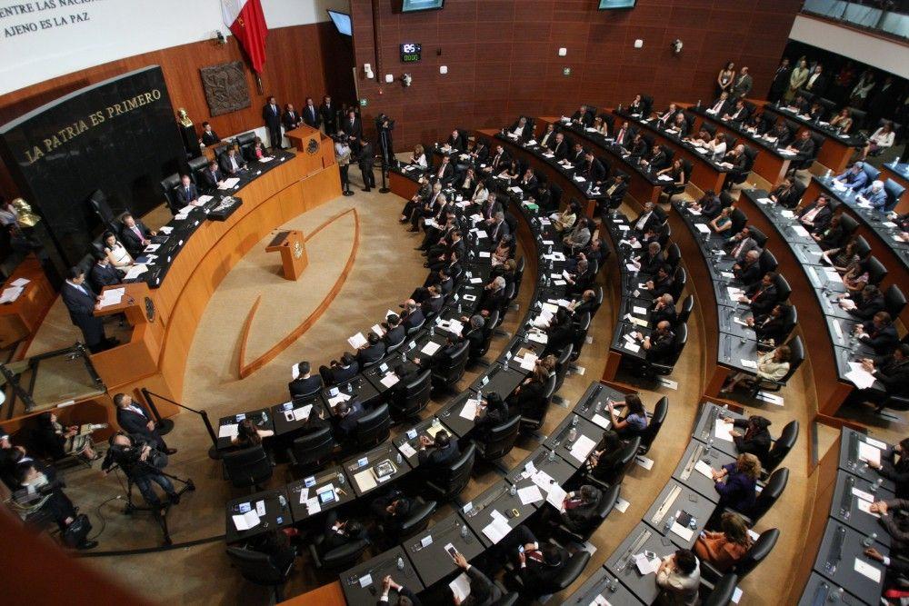 Senadores guardan minuto de silencio en memoria de Vicente Leñero y Sergio Valls - Internet