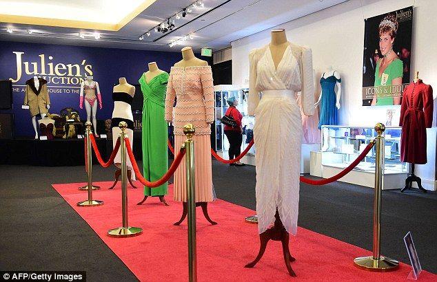 Subastan vestidos de Lady Di en medio millón de dólares
