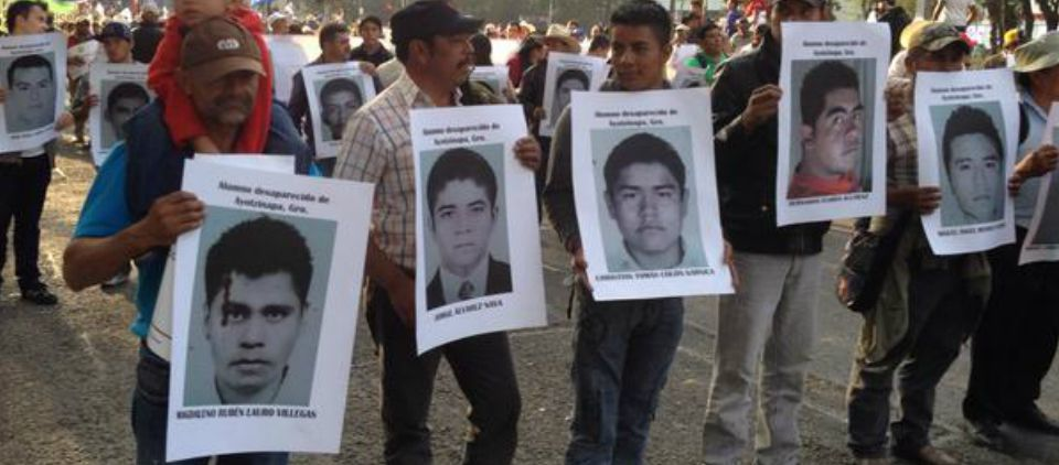 Inicia marcha por normalistas en Paseo de la Reforma - Foto de @Tryno