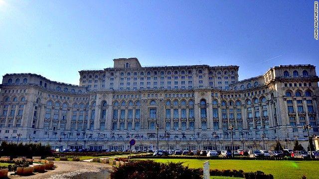 En Rumania ofrecen tour por el palacio del dictador Ceausescu - Foto de CNN