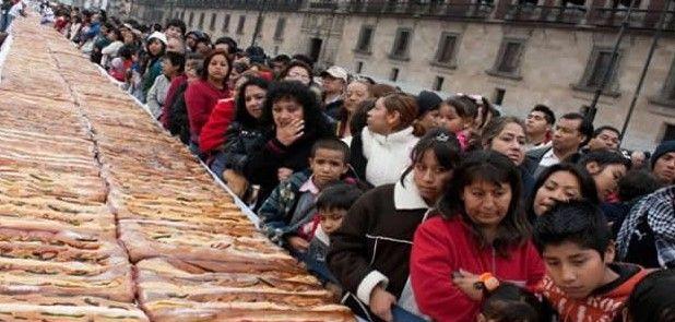 Tradicional Rosca de Reyes en el Zócalo será el 5 de enero - Foto de Chilango
