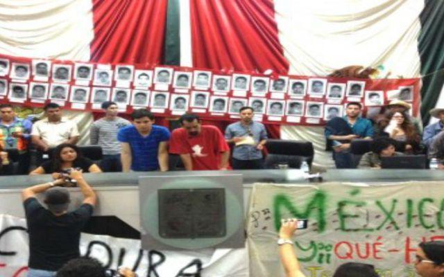 Manifestantes vuelven a tomar Congreso de Sonora - Foto de Proceso