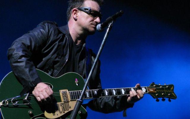 Podría Bono no volver a tocar la guitarra - Foto de charitybuzz.com