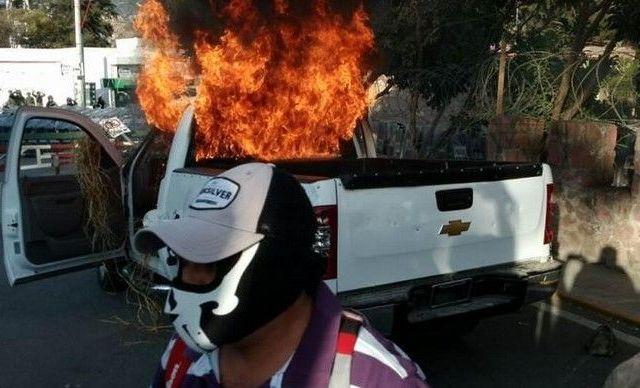 Femsa cierra planta en Arcelia, Guerrero - Incendian camioneta en Zona Militar 51, Chilpancingo
