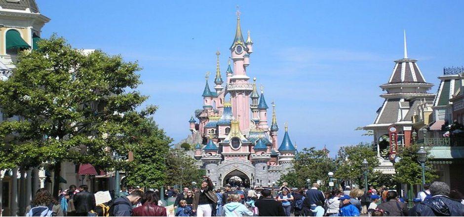 Piden a no vacunados contra sarampión evitar ir a Disneyland - Disneyland