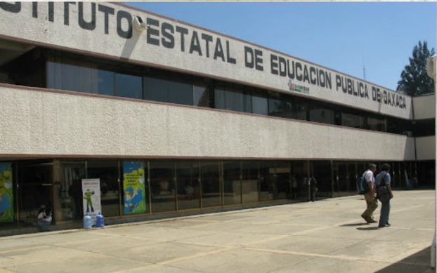 Suspenden pagos de nómina a maestros en Oaxaca - Foto de laondaoaxaca.com.mx