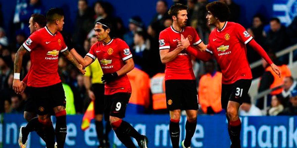 Manchester United regresa a la senda del triunfo - Manchester United festeja el triunfo ante QPR