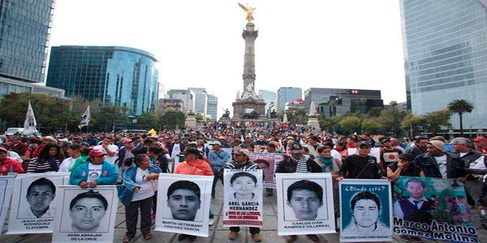 No estamos preparados para hacer plantón en Los Pinos: padres de los 43 - Marcha en Reforma por normalistas
